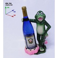 Подставка для бутылки, лягушка обнимает бутылку.