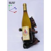 Подставка для бутылки, лошадь сидит и держит копытами бутылку.